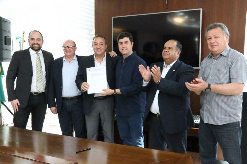 Assinado PPP do parque de iluminação pública para Guarapuava