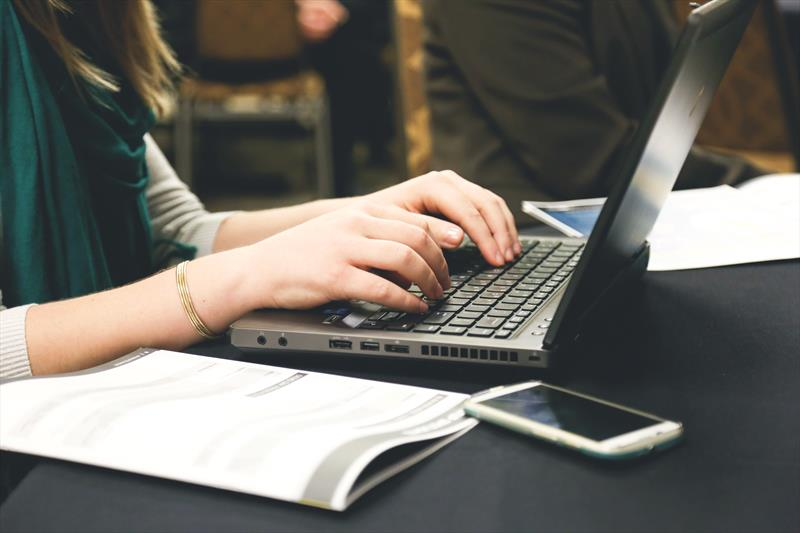 Prefeitura de Canoas compra pacote de internet para alunos da rede municipal