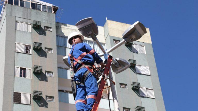 Prefeitura de Campo Grande vai instalar 20 mil lâmpadas e até março ampliará em 40% iluminação LED